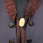 Cravate brodée avec bijoux doré Lya Création