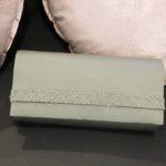 Pochette en tissus vert avec détails perles Lya Création