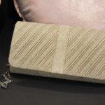 Pochette en texture fils dorés tricotés Lya Création